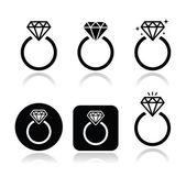 Photo Diamond engagement ring vector icon