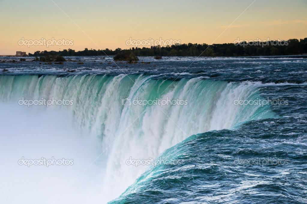 Фотообои Niagara falls at sunset