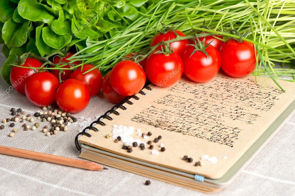 le livre de cuisine vintage avec du texte ancien de recette