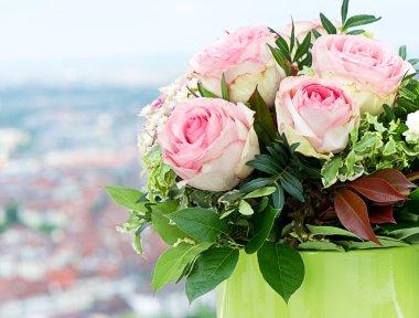 """Картина, постер, плакат, фотообои """"красивый букет роз на естественном фоне печать архитектура"""", артикул 13511319"""
