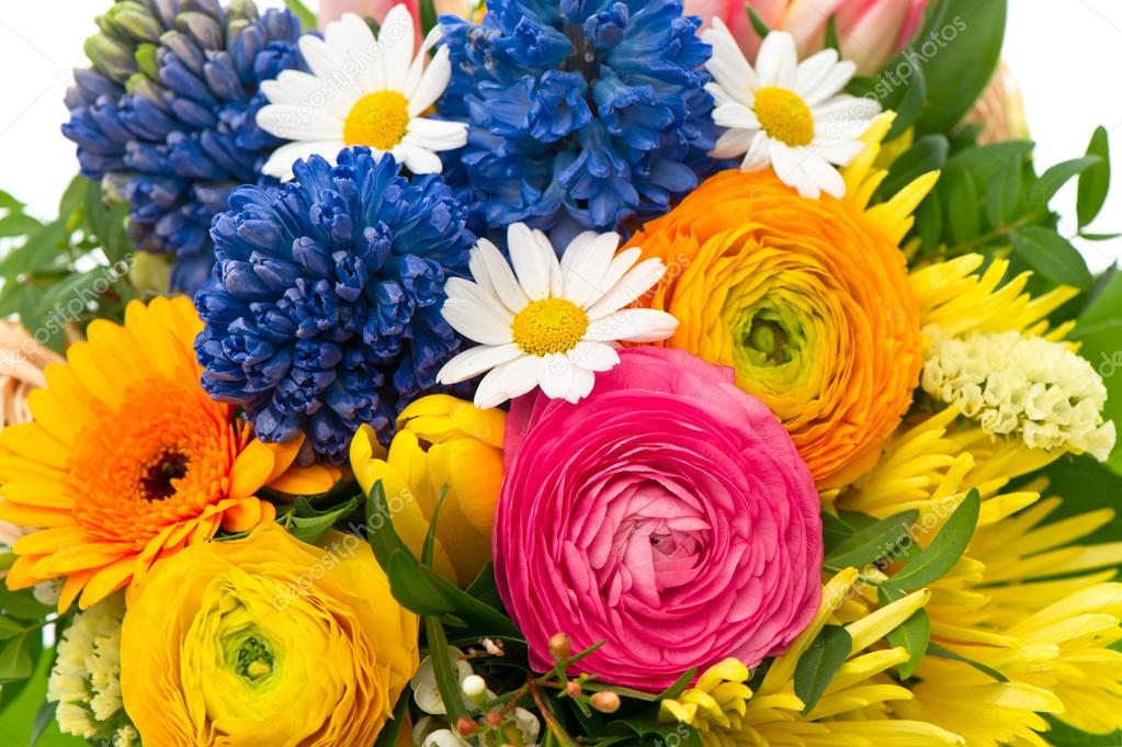 Closeup of beautiful bouquet of colorful spring flowers — Stock ...