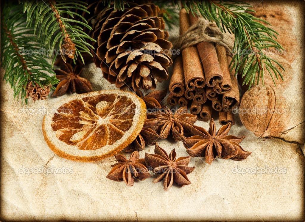 Decorazioni Natalizie Con La Cannella.Decorazione Di Natale Con I Bastoncini Di Cannella E Anice