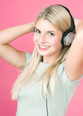 Photo Beautiful blonde girl listening to music