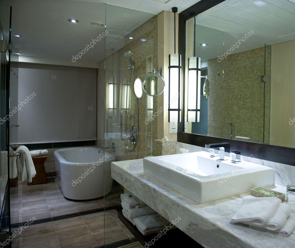 Interior del cuarto de ba o moderno foto de stock - Cuarto bano moderno ...