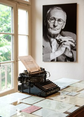 Portrait and original typewriter in Herman Hesse museum