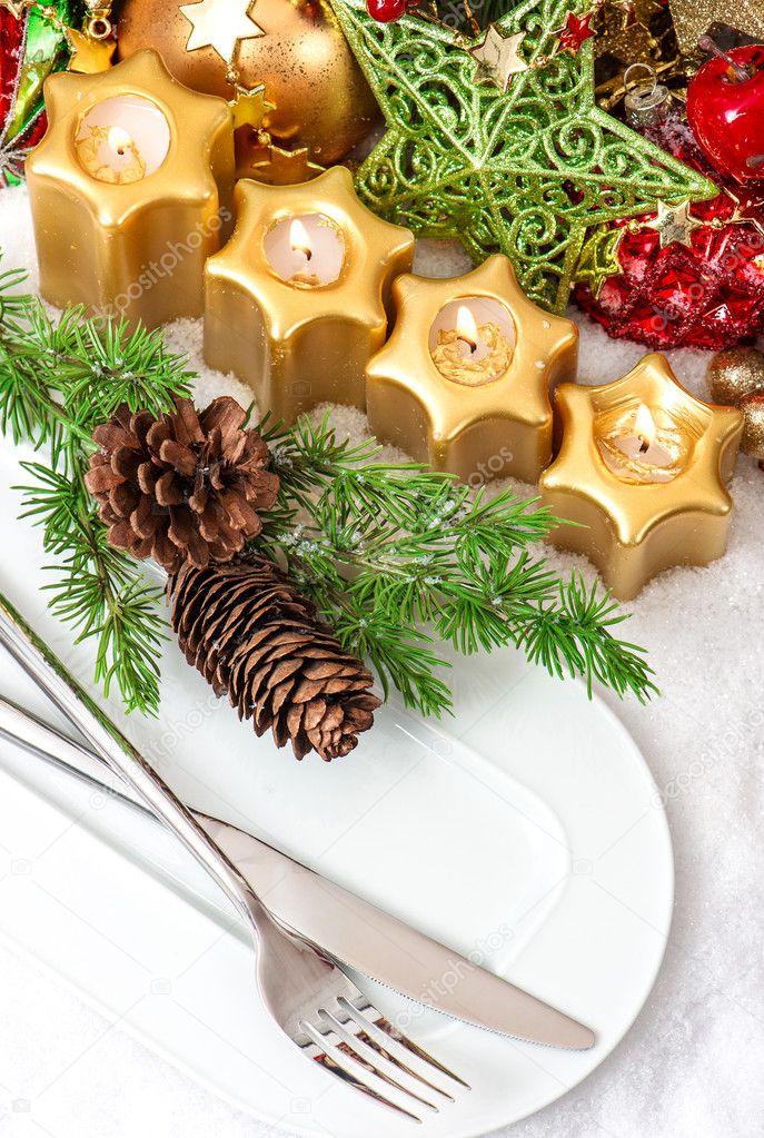 Weihnachten Tischdekoration Gedeck In Gold Rot Grün Stockfoto