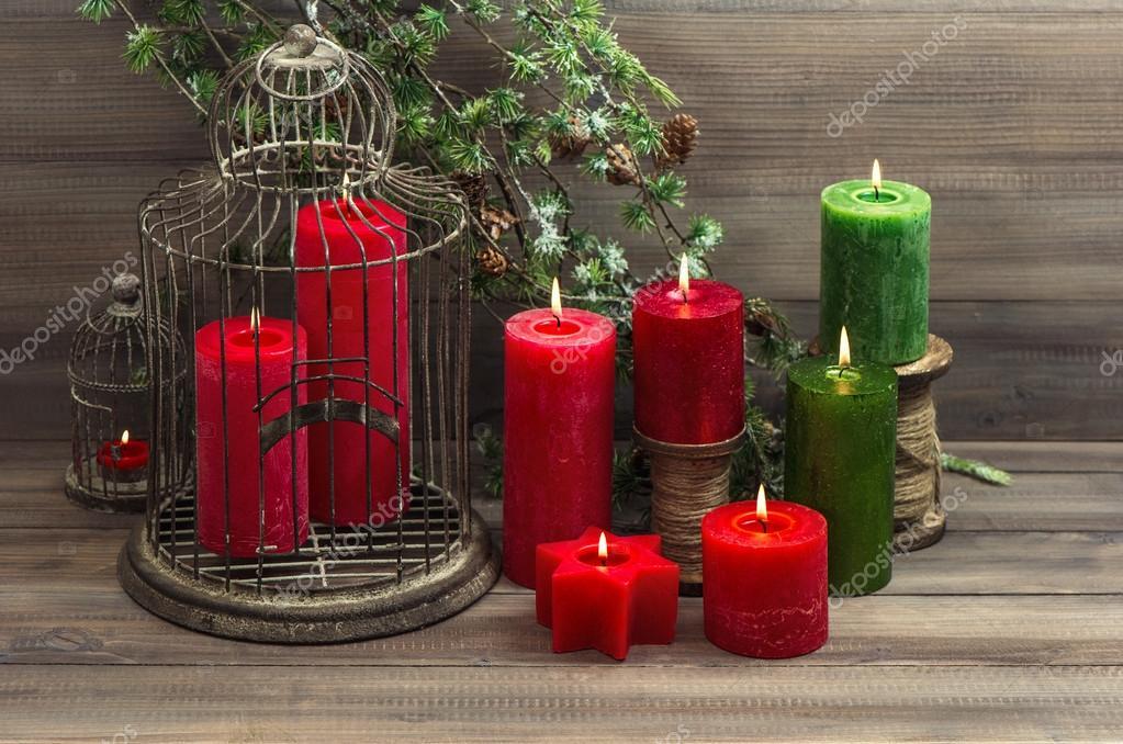 vintage jaula de decoracin de navidad y velas rojas u fotos de stock