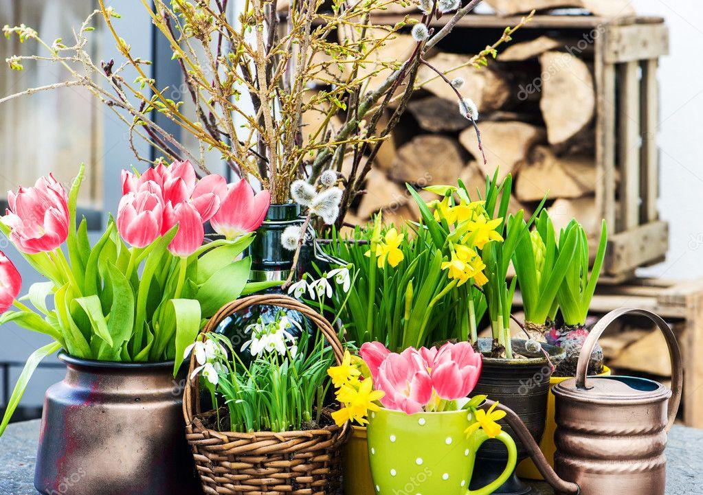 Huis interieur decoratie van pasen met lentebloemen stockfoto liligraphie 40802457 for Interieur decoratie eigentijds huis