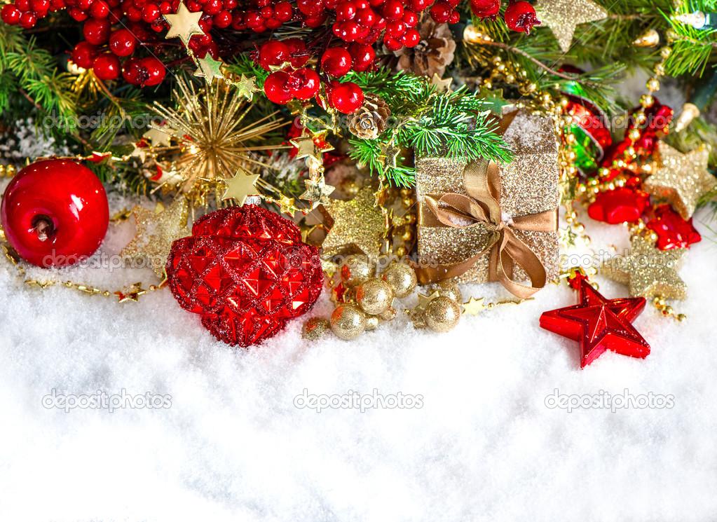 Kerstdecoraties Met Rood : Kerstdecoratie met kerstballen gouden en rood slingers