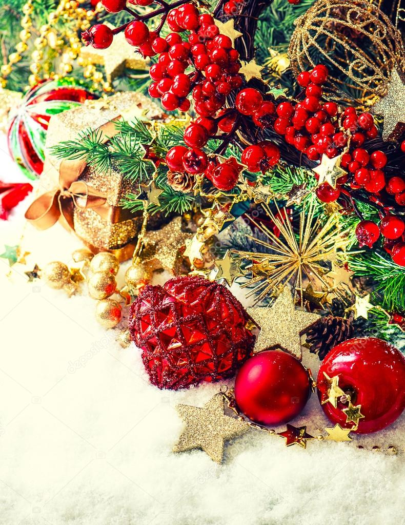 Adornos guirnaldas de oro rbol de navidad y frutos for Arbol de frutos rojos pequenos