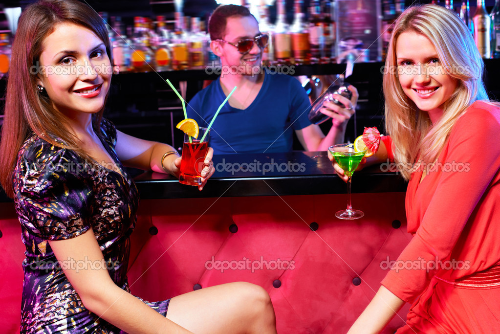 Русские телочки в баре