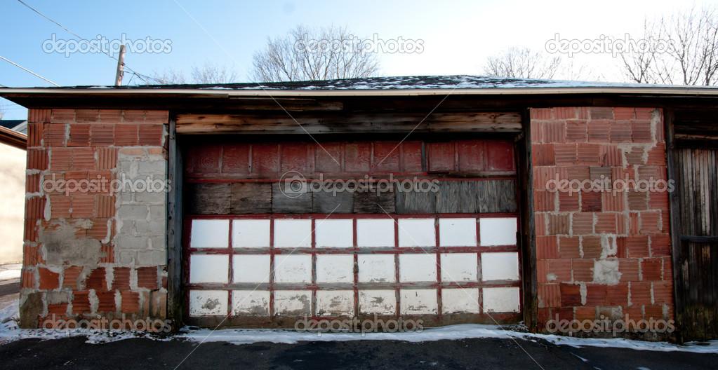 Garage esterno foto stock enigmangels 21173433 for Disegni di addizione garage