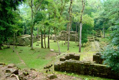 ancient mayan temple ruins in honduras