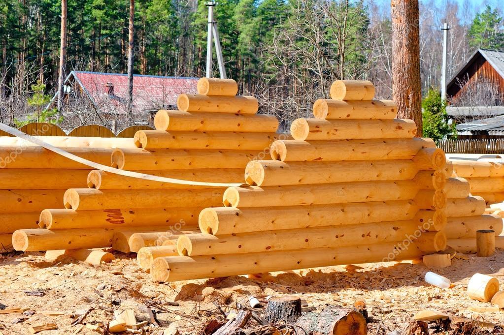 cosecha de techo para casas de troncos de madera redonda con la ranura de la parte