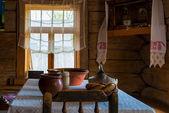 Fotografia utensili in legno sulla Capanna russa tabella