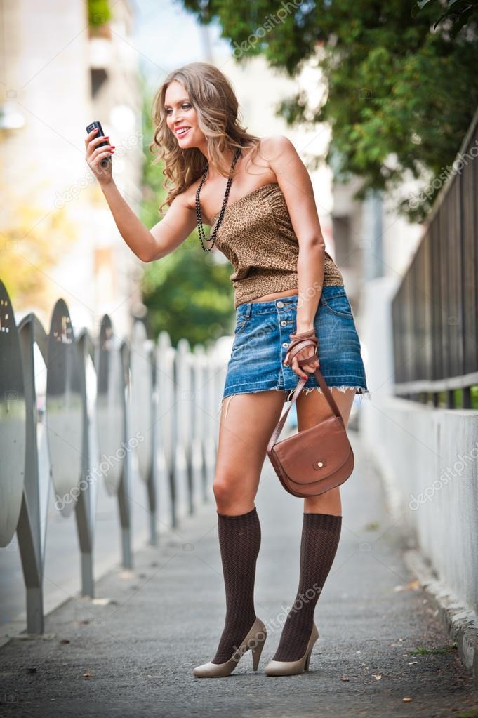 фото блондинок оголених скачати на мобільний
