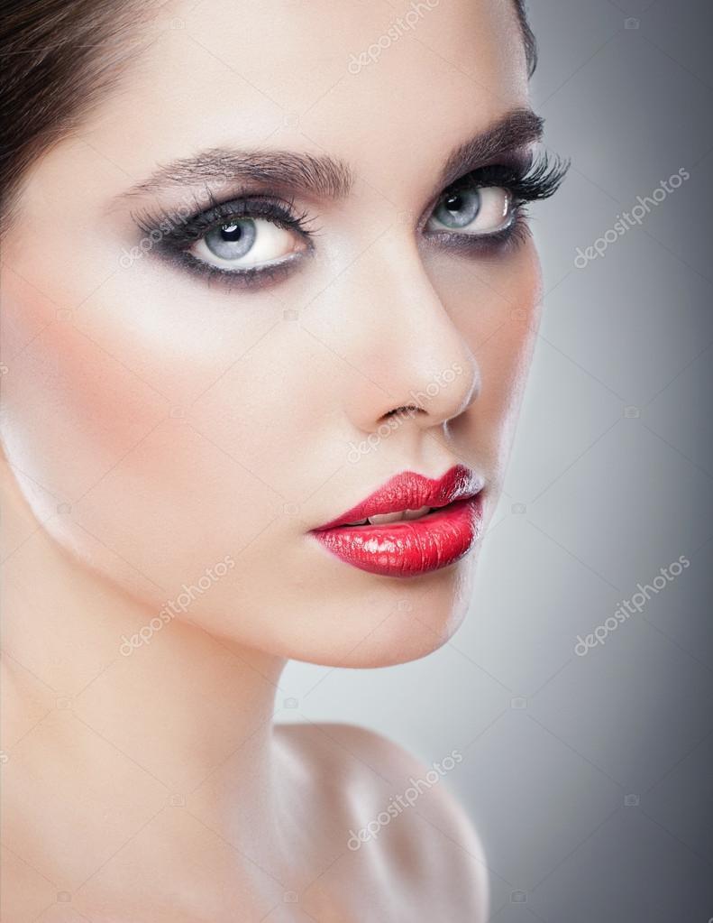 Fabuleux Acconciatura e make-up - bellissimo ritratto femminile arte con  PZ55