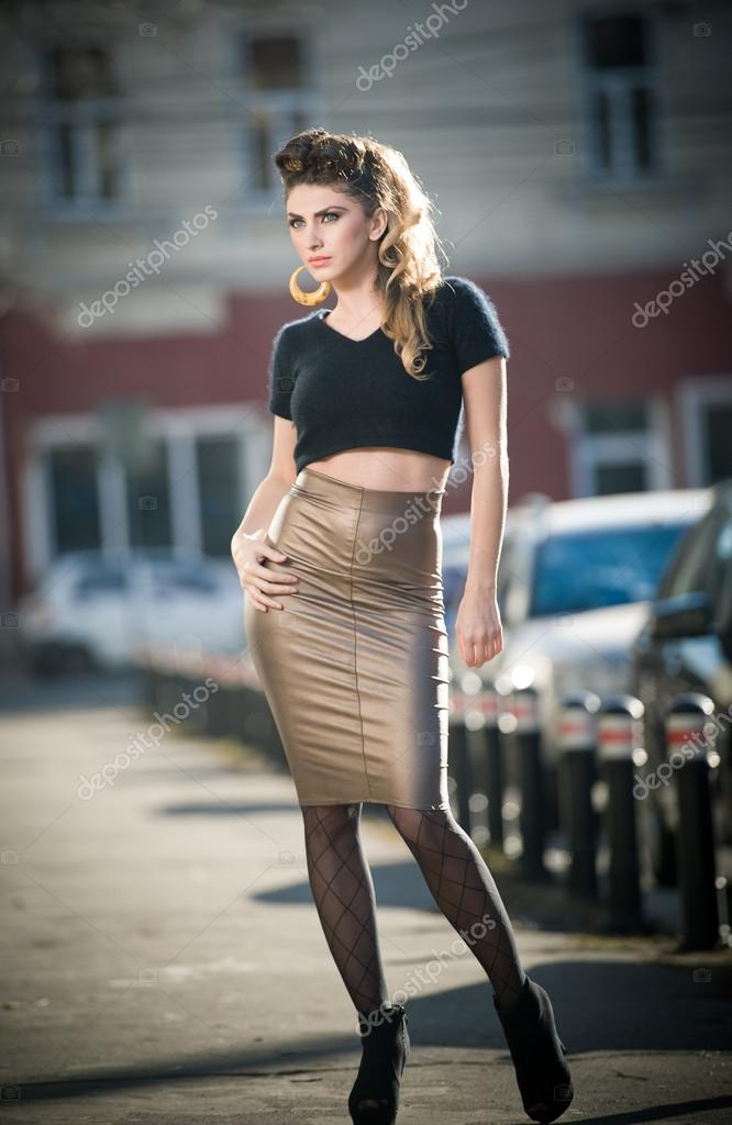 Attractive young woman in a urban fashion shot. Beautiful ...