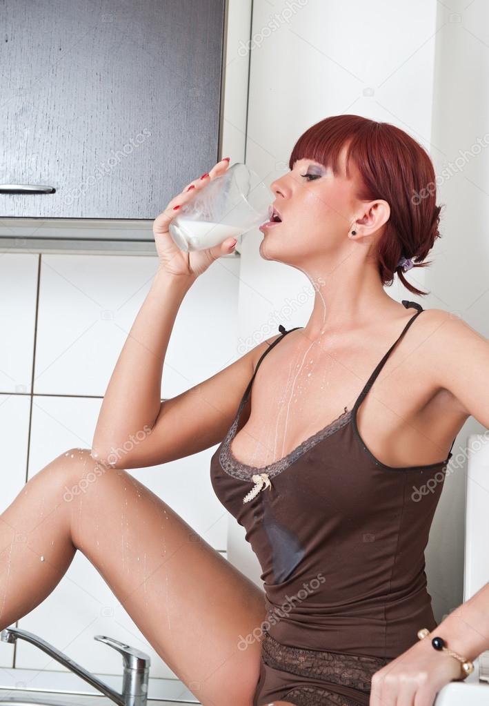 Babe Mit Naturtitten In Küche