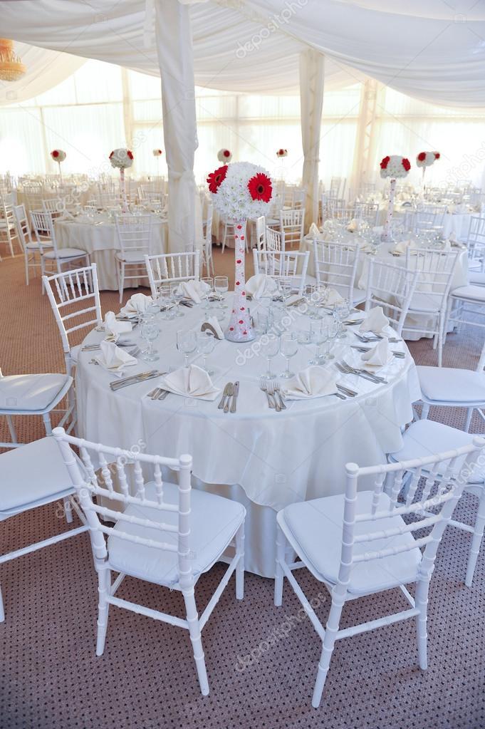 Hochzeitstische Einstellung In Weisser Farbe Tische Fur Eine