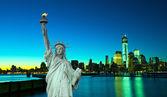Fotografia statua della libertà con new york notte ar