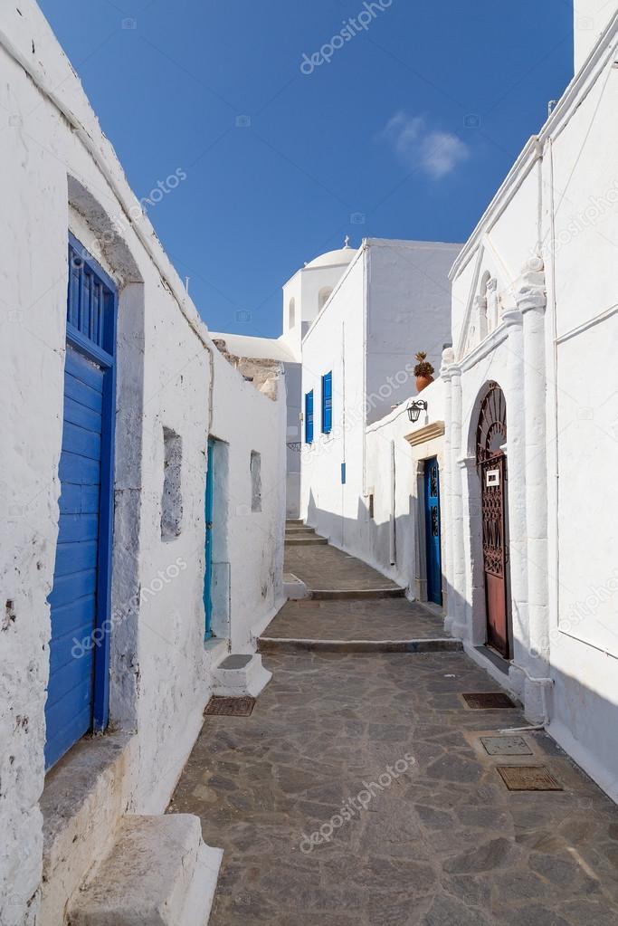 Фотообои Живописном переулке в деревне Плака, остров Милос, Греция