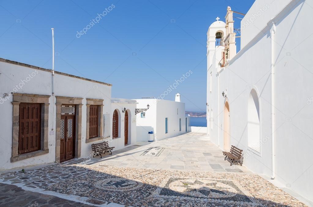 Фотообои Церковь панагия Корфиатисса в деревне Плака, остров Милос, Киклады, Греция