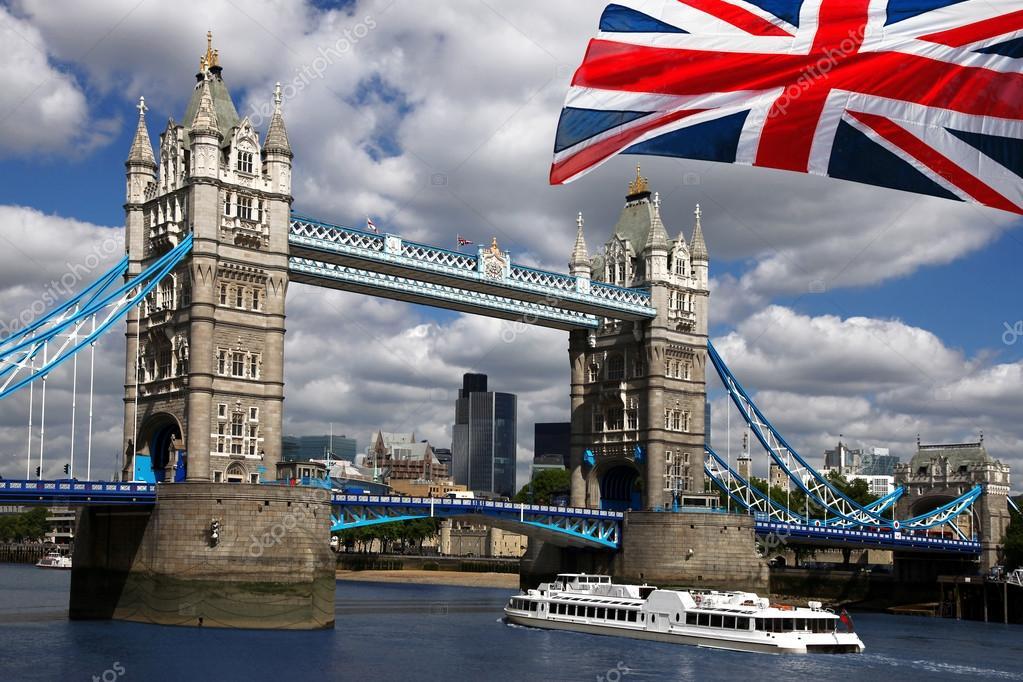 londres pont de la tour avec le drapeau de l 39 angleterre photographie samot 16787023. Black Bedroom Furniture Sets. Home Design Ideas