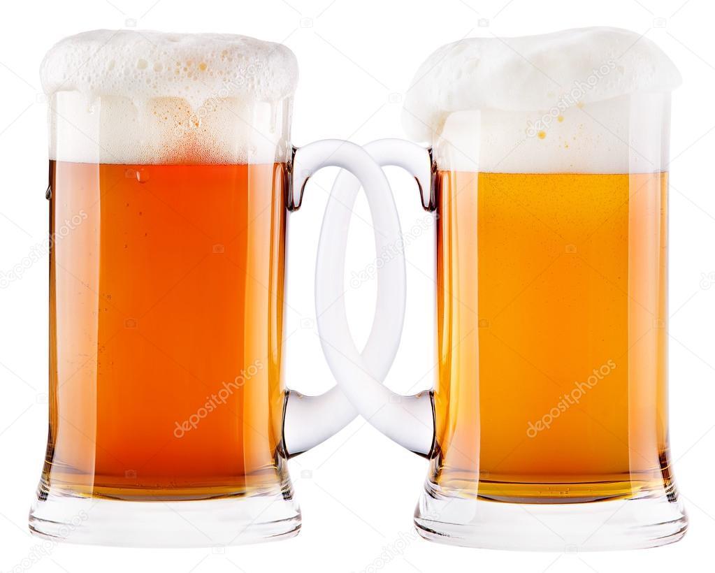 互いに接続されている 2 つのビール ジョッキ– ストック画像