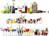 sada různých alkoholických nápojů a koktejlů