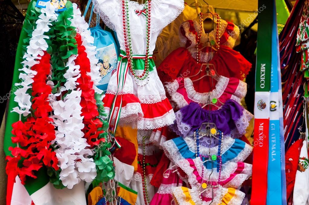 Vestidos Tradicionales Mexicanos Foto De Stock Dlpn