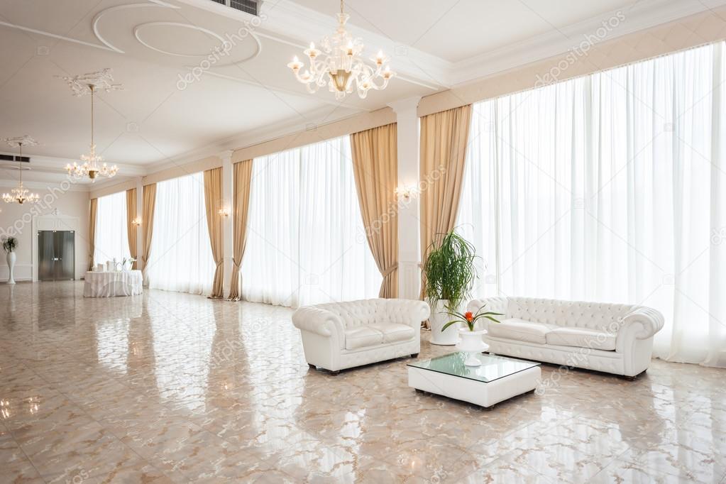 Sal o de luxo stock photo dlpn 44165461 for Casa di tudor moderno