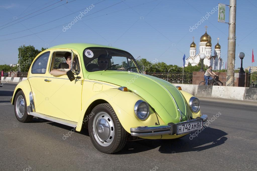 TOGLIATTI, RUSSIA - JUNE 1: Parade of old cars on the City Day in ...
