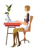 boční pohled na ženu sedící na počítači