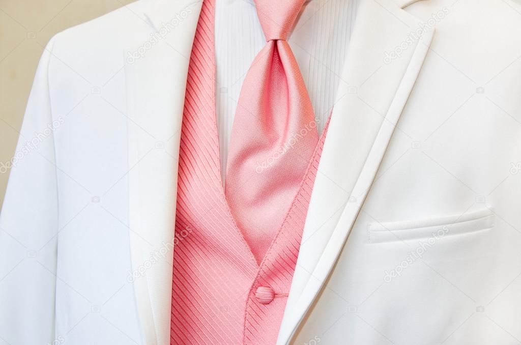 smoking blanca con corbata rosa — Fotos de Stock © jentara #29910499