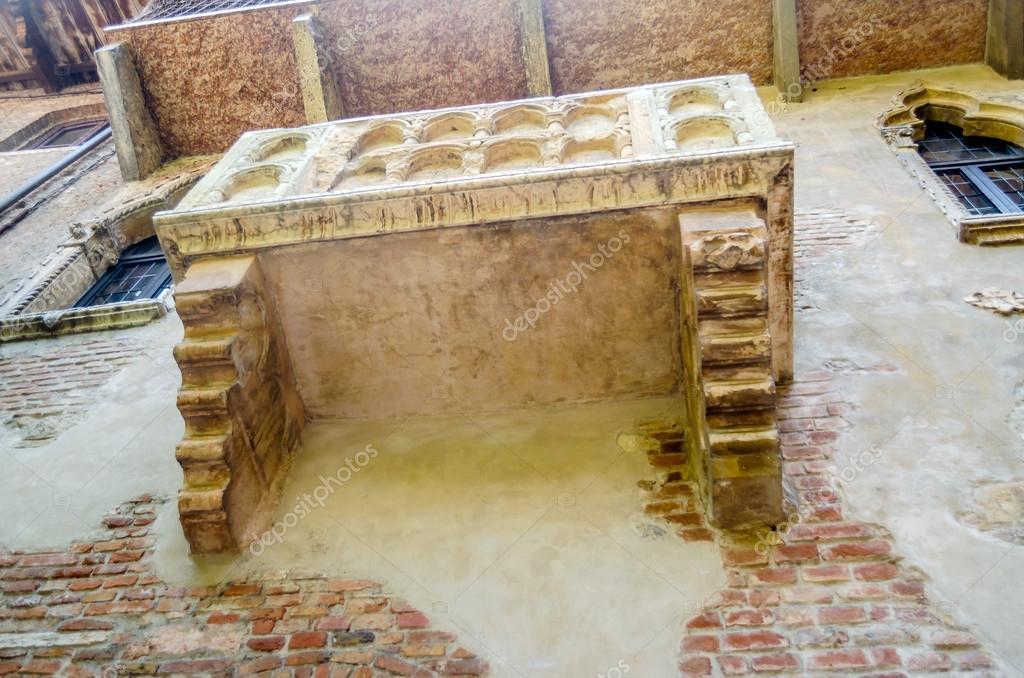 Der Beruhmte Balkon Von Romeo Und Julia In Verona Italien