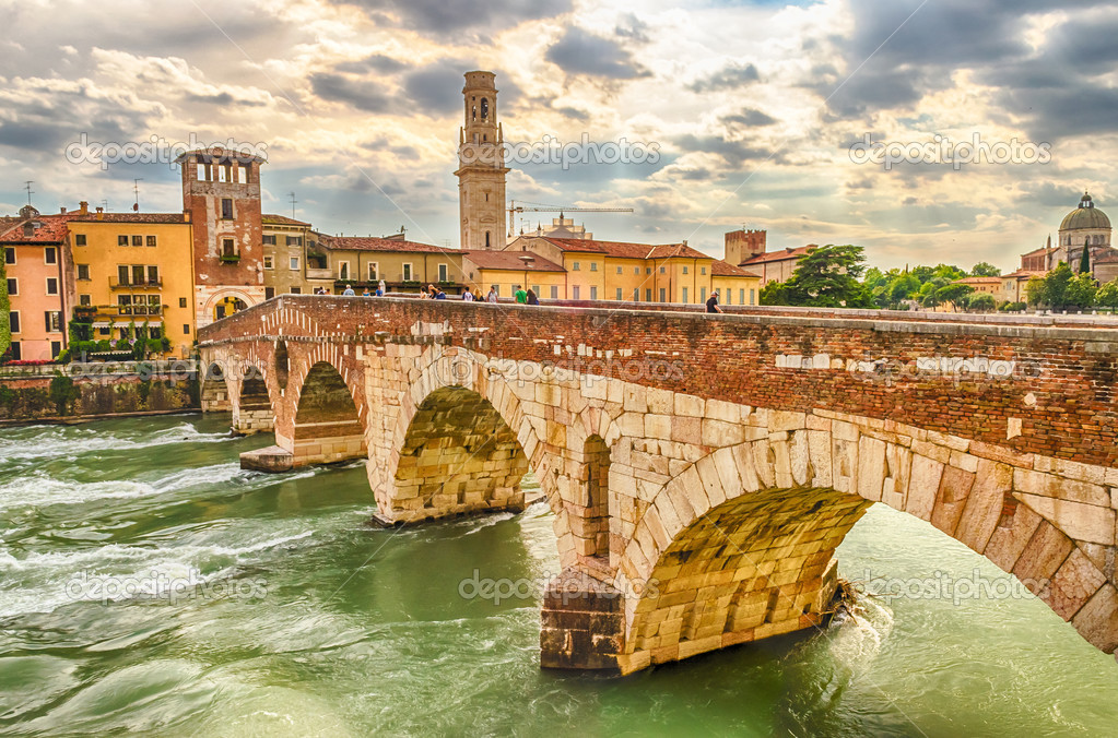Antico ponte romano chiamato ponte di pietra di verona for Piani di progettazione di ponti gratuiti