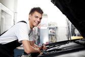 Fotografie Kfz-Mechaniker, Auto reparieren