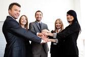 Üzleti csapat csatlakozott kezét