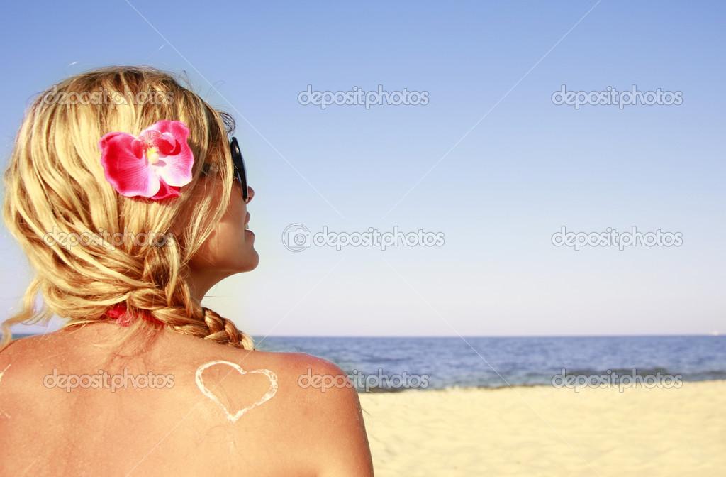 Видео онанистов блондинки фото на пляже со спины