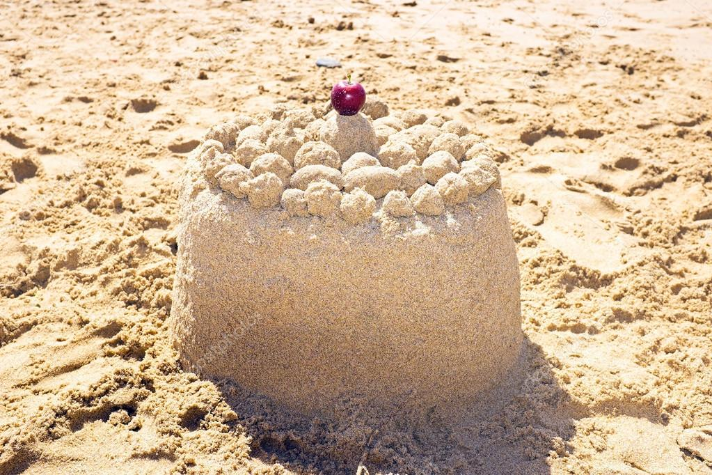 Que bien se ve en la arena Depositphotos_27573239-stock-photo-sand-cake-on-the-beach