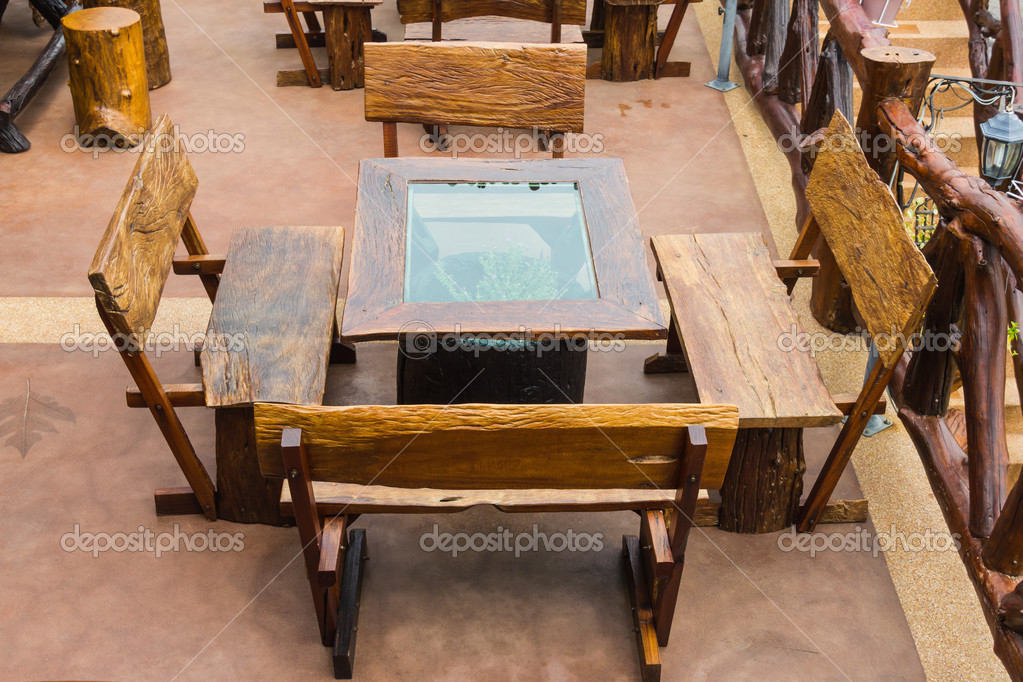 Mesa de comedor exterior — Fotos de Stock © teptong #38329573