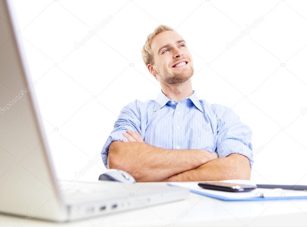 办公用电脑桌价格_在办公室做白日梦的年轻人 — 图库照片©courtyardpix#17154203