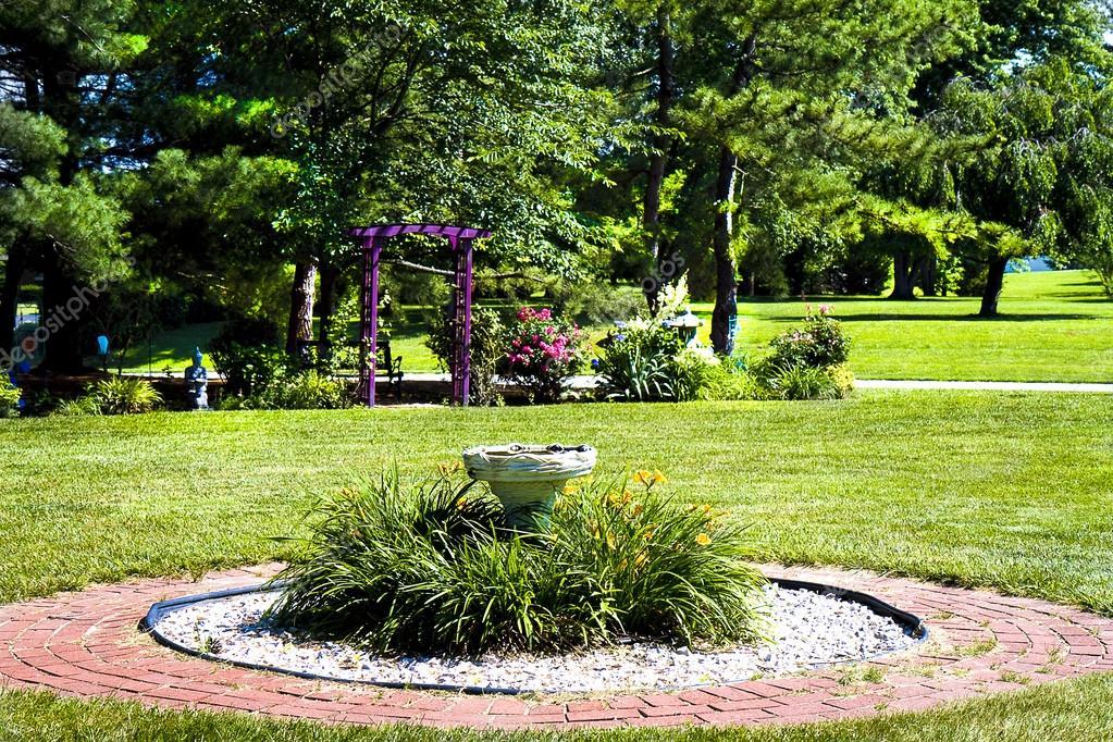 Hermosos jardines florales fotos de stock for Arboles florales para jardin