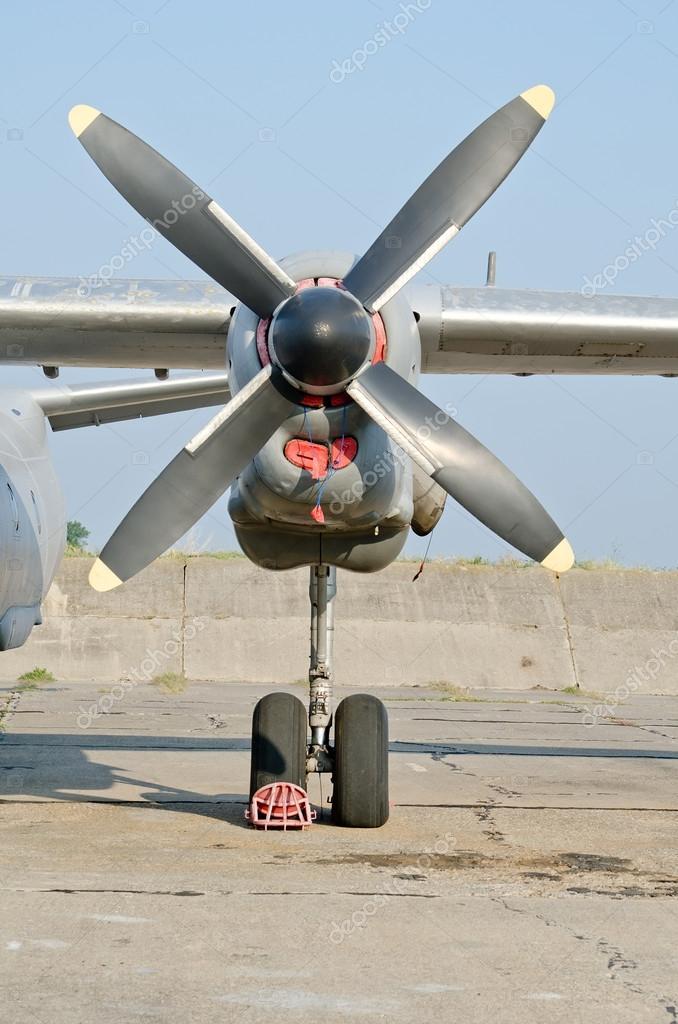 elica aereo  elica di aereo militare — Foto Stock © Dmitrydesign #42998829