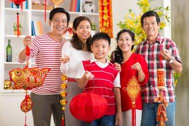 Family showing Tet symbols