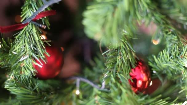 Vánoční strom světla pozadím, zdola nahoru