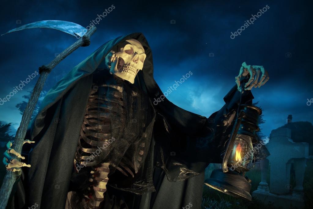 Grim Reaper Engel Van De Dood Met Lamps Nachts Stockfoto