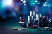 Fotografia poker fiches sul tavolo da gioco