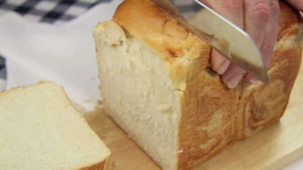krájení křupavý chléb 2